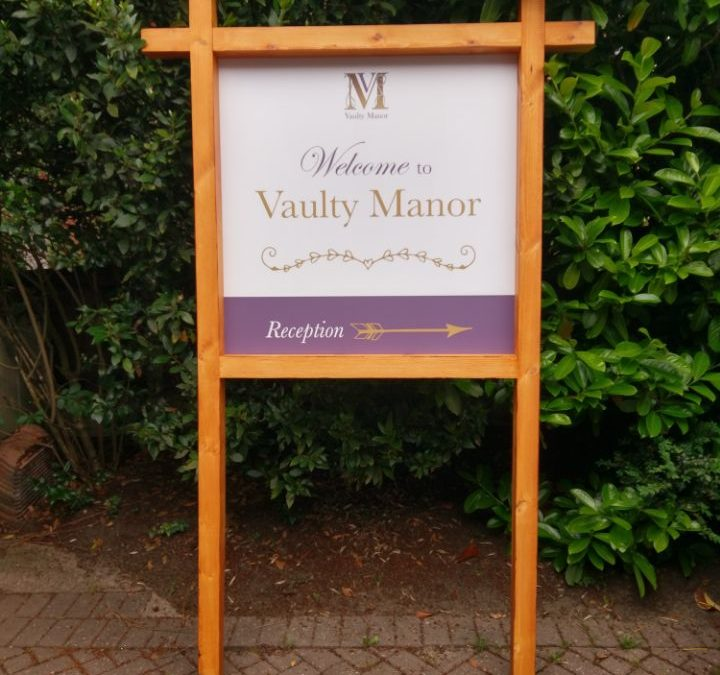 Vaulty Manor sign